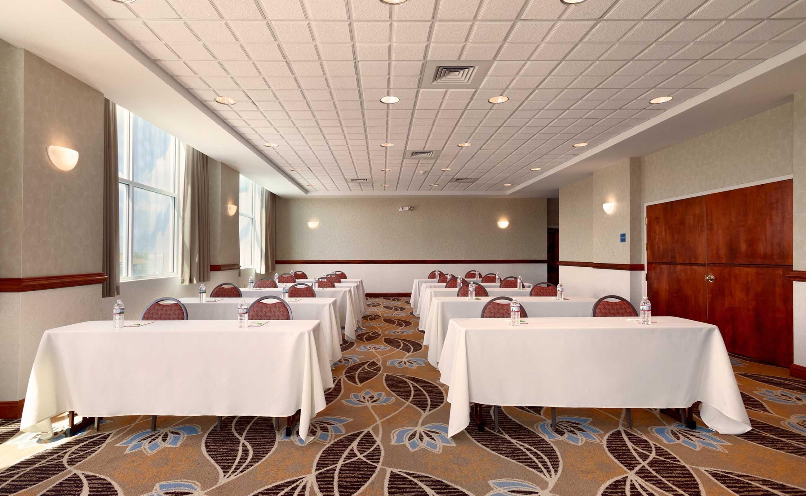 hi-17-meeting-room