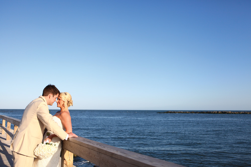 bride-and-groom-at-the-inlet