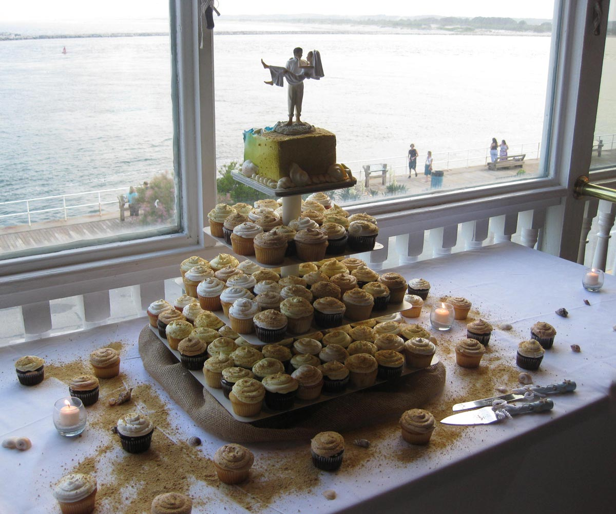 wedding-cake-over-water